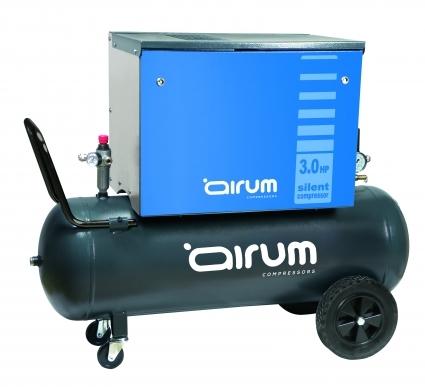 Compresor de piston portatil, con caja metalica insonorizada que reduce el nivel sonoro y protegiendo a la vez los elementos moviles. Creando un ambiente de trabajo mas comodo y un alto nivel de proteccion.