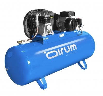 Compresor de piston, lubricado y potente de 3hp.  idoneo para trabajos duros y continuados que requieren una total fiabilidad, gran reserva de aire.