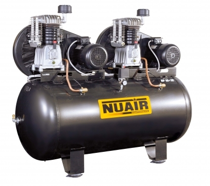 Compresor de piston de doble etapa de elevada fiabilidad, con cilindro de fundición. Amplia superficie de  ventilación para una mejor refrigeración.