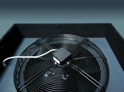 El ventilador axial asegura la temperatura optima de trabajo, aun en las condiciones mas extremas.