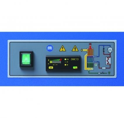 El correcto funcionamiento del secador AMD se supervisa a traves del instrumento electronico DMC15, dotado de una pantalla digital que muestra la temperatura del punto de rocio, un temporizador ciclico que controla la electrovalvula de descarga de condensado, y un sonda que detecta la temperatura de condensacion y activa un ventilador de refrigeracion del condensador.