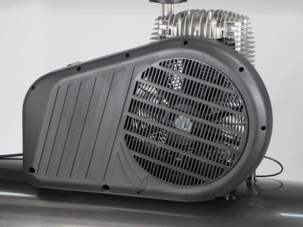 Robusto protector de correas de plastico que protege todas las partes en movimiento y gracias a su diseño incrementa la ventilacion sobre el cabezal.
