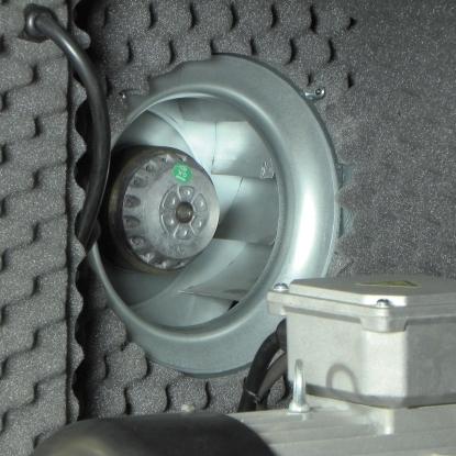 Ventilación forzada. Que permite una mejor refrigeración de los elementos internos.