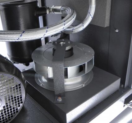 Ventilador centrifugo accionado bajo control termostatico.